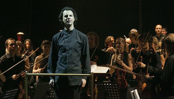 Теодор Курентзис даст благотворительный концерт встолице Англии