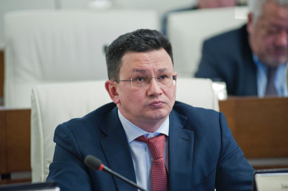 На руководителя краевого минтранса Алмаза Закиева завели уголовное дело