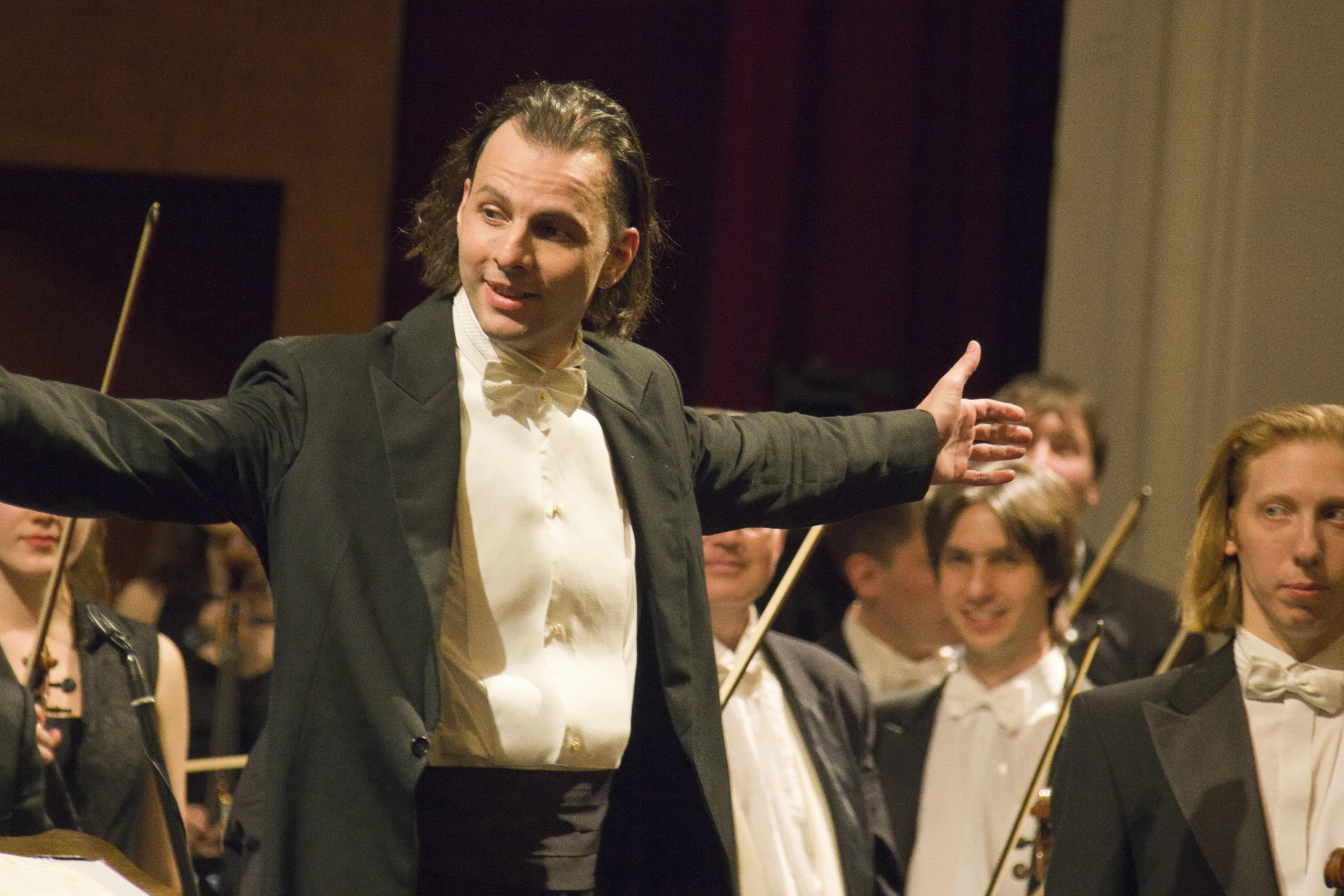 Теодор Курентзис соркестром исполнят для жителей столицы музыку избалета «Золушка»