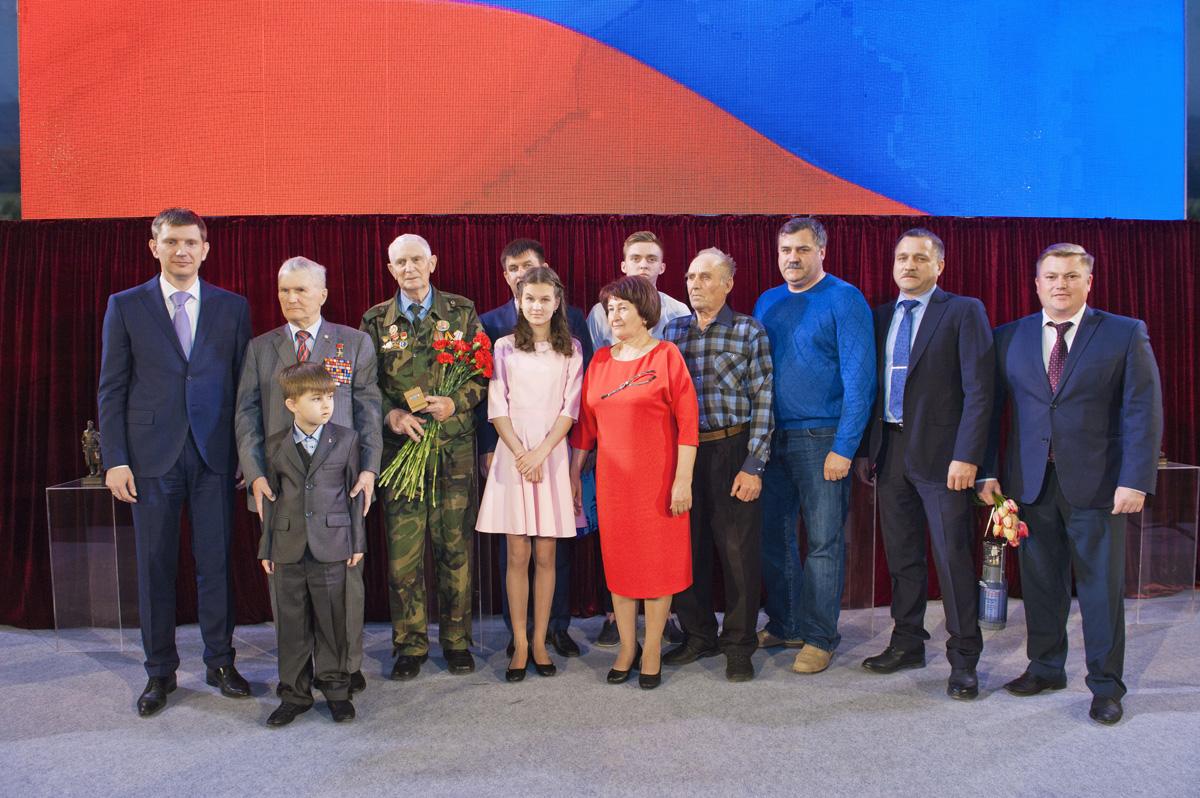 Валерия Ананьева поздравляют потомки найденных им солдат