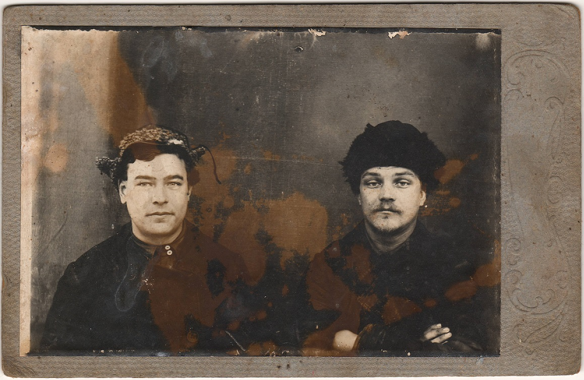 Фото из лагеря Бессонова (справа) и его друга. 1943-1944